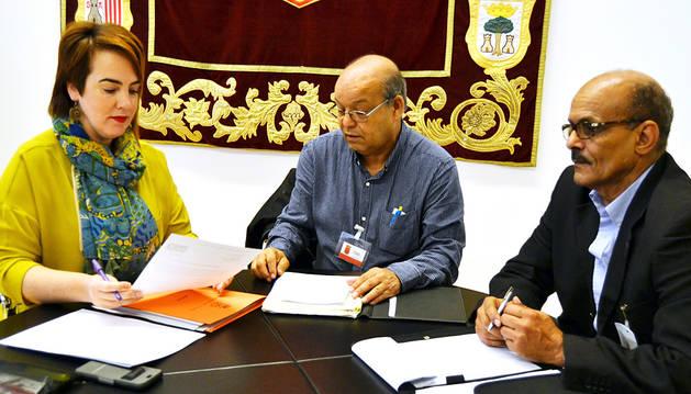 Ainhoa Aznárez, Badadi Benamar y Mohamed Gailam.