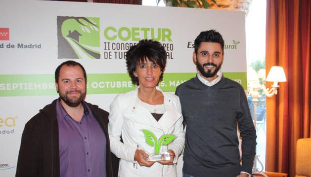 Marian Ganuza, técnico del Consorcio Turístico de Tierra Estella, recogió el galardón en nombre del propietario, que no pudo acudir.