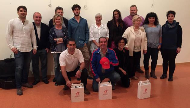 Los ganadores con los miembros del jurado y con los representantes del Ayuntamiento de Lodosa.