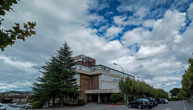 Imagen del Hotel Lurgorri, anteriormente conocido como Hotel Irache, situado en término de Ayegui.