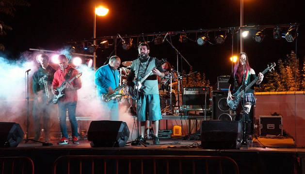 El grupo Markatu Eskina completó la oferta musical de este evento que se celebró en el campo de fútbol