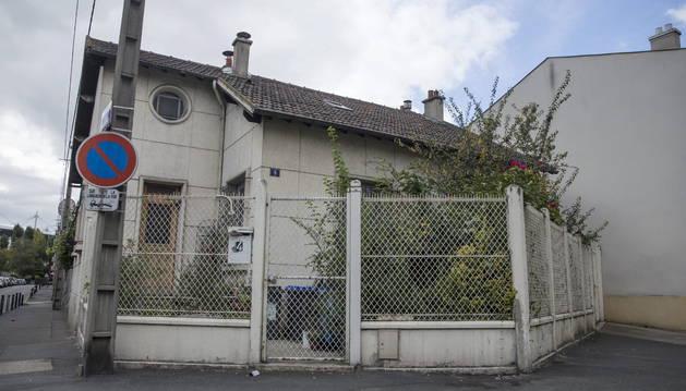 Vista del exterior de la casa en la que fue arrestado ayer Egoitz Urrutikoetxea.