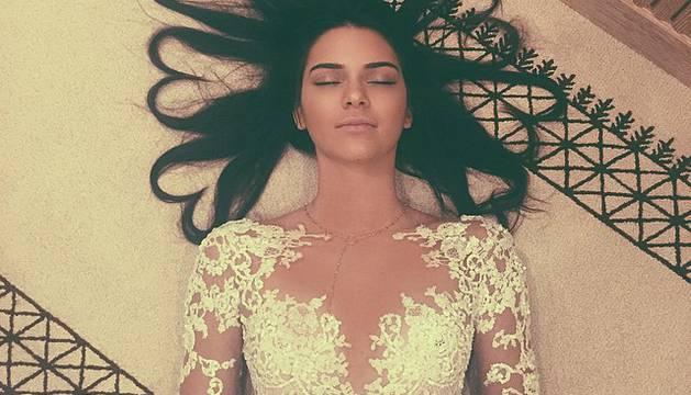 Kendall Jenner, enseñando su peinado de corazones, es la foto con más