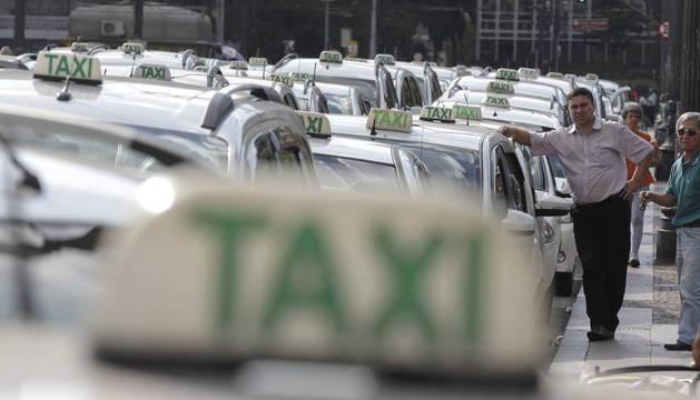 Sao Paulo crea nueva categoría de taxi en medio de polémica con Uber