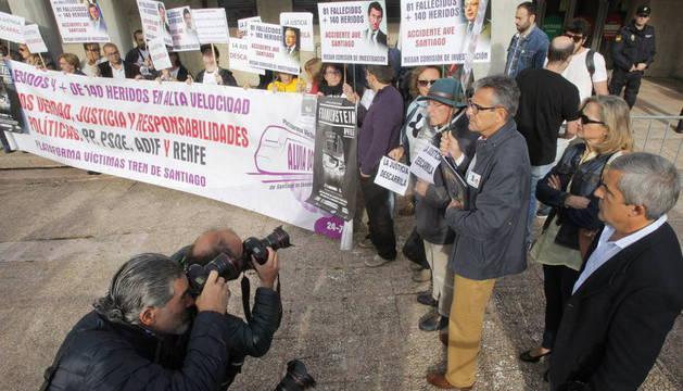 """VÍCTIMAS DEL ACCIDENTE DEL ALVIA VUELVEN A SANTIAGO PARA DEMANDAR """"JUSTICIA"""""""