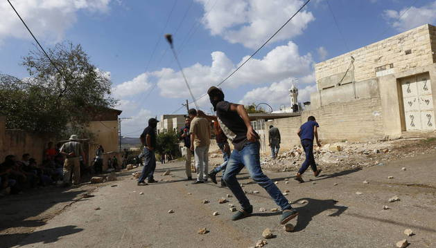 CONTINÚAN ATAQUES Y DISTURBIOS EN ISRAEL Y PALESTINA CON 5 PALESTINOS MUERTOS