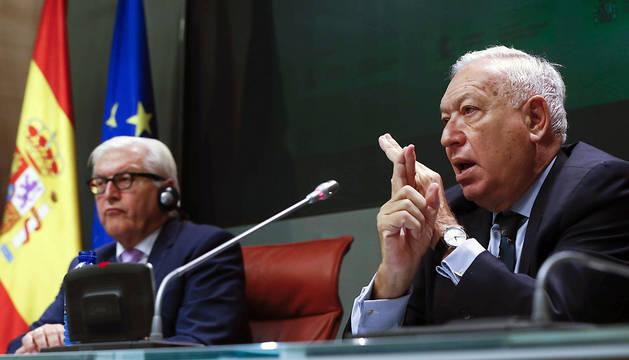 José Manuel García-Margallo (d) y Frank-Walter Steinmeier (i), durante la rueda de prensa conjunta de este viernes.