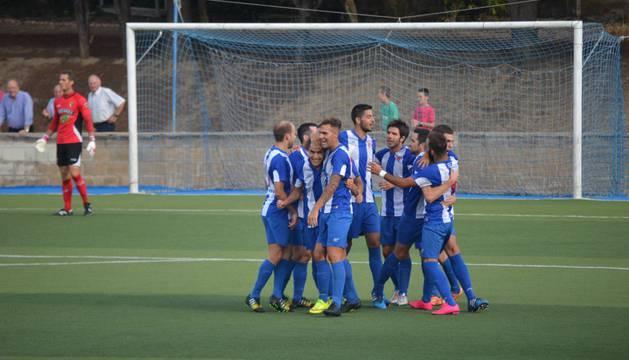 El Izarra celebra un gol.