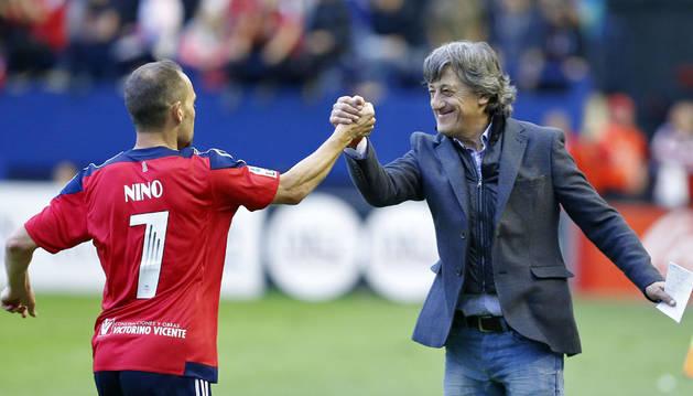 Enrique Martín felicita a Nino.