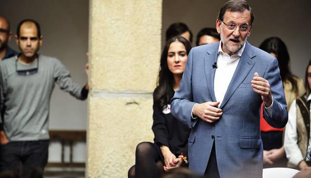 Rajoy defiende al PP frente a partido a formaciones
