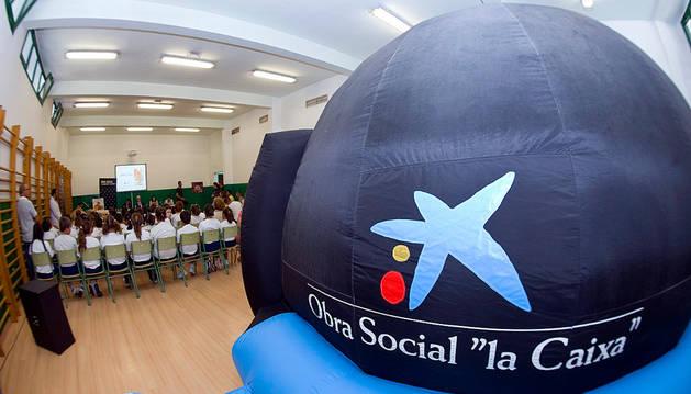 Tres colegios disfrutan este mes del Planetario Viajero