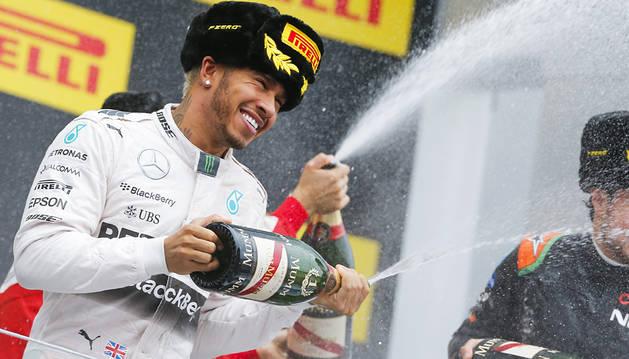 Hamilton refuerza su liderato con una victoria en Rusia