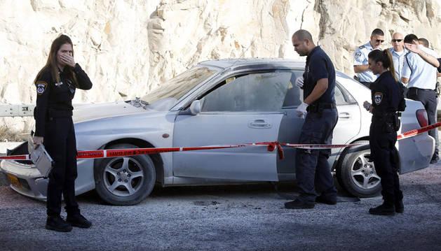 Un policía israelí y la mujer que detonó el artefacto, heridos en Jerusalén Este