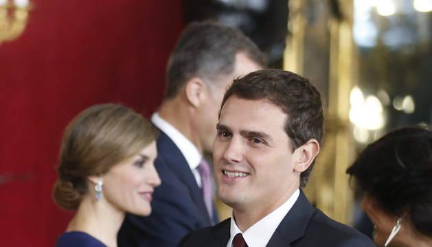 Albert Rivera, 'estrella' de la recepción de los Reyes en Palacio