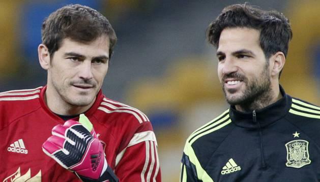 Casillas, junto a Fàbregas.