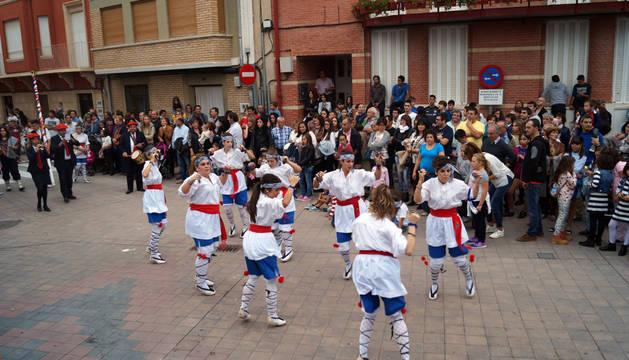 Los danzaris de Murchante, durante el pasacalles hasta la plaza de los Fueros.
