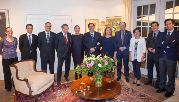 Asistentes a la cena en la Embajada de Chile en Bruselas.