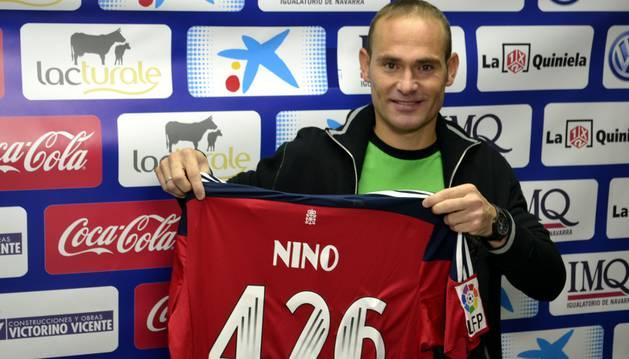 Nino, con su camiseta de los 426 partidos.