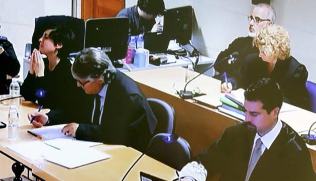 Fotografía tomada de la señal institucional de televisión, de la sala donde se celebra el juicio a Rosario Porto y Alfonso Basterra, los dos principales acusados de la muerte de su hija Asunta Basterra.