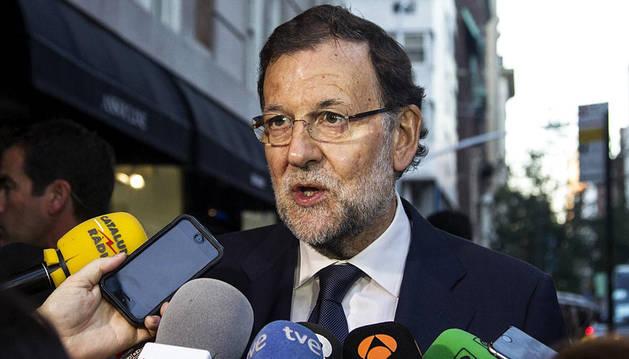 Rajoy, atendiendo a los medios a su llegada a Nueva York.