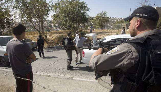 Cientos de soldados se han desplegados en ciudades israelíes tras una serie de tiroteos y apuñalamientos.