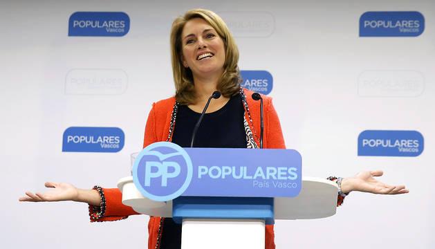 Arantza Quiroga, en el momento de anunciar su dimisión.