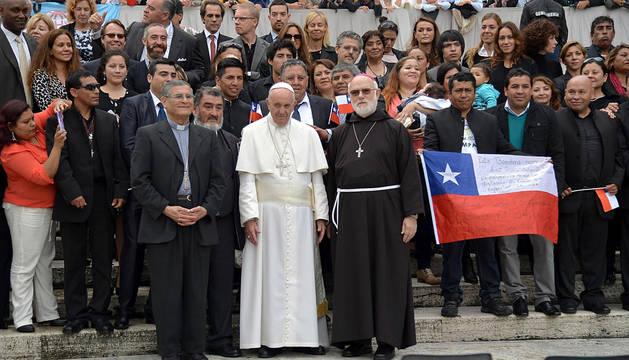 El Papa recibe a varios mineros de Chile 5 años después de su rescate