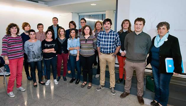 La consejera Elizalde, en el centro, con los directores generales del Departamento y representantes de las agencias locales.