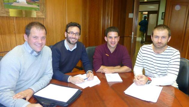 Los alcaldes Juan Mari Yanci, Asier Urra, Andoni Lacarra y Koldo Leoz.