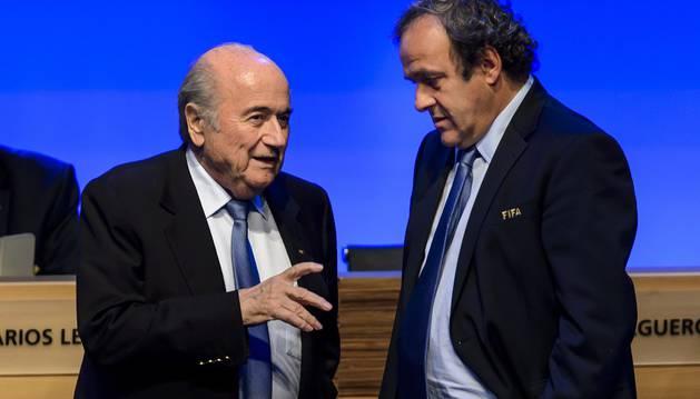 Blatter, junto a Platini.