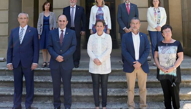 Foto de grupo del Gobierno de Navarra presidido por Barkos.