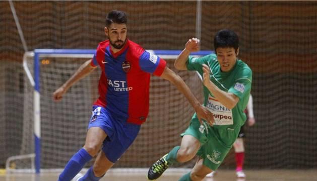 Yoshikawa, contra el Levante UD.