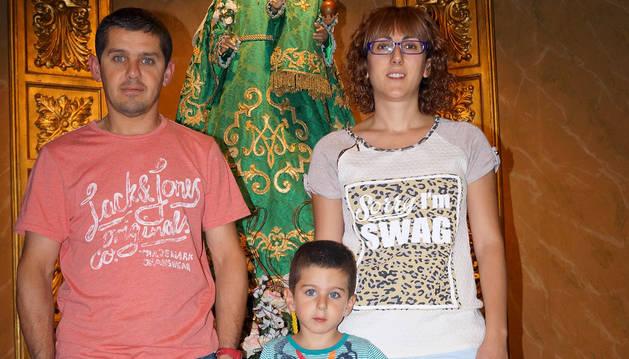 Manuel Puig Donlo y Arancha Fajardo Gómara, junta a su hijo Haritz.