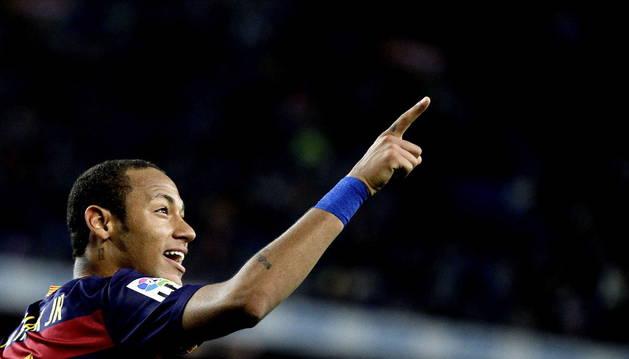 Neymar celebra tras marcar el tercer gol ante el Rayo Vallecano.