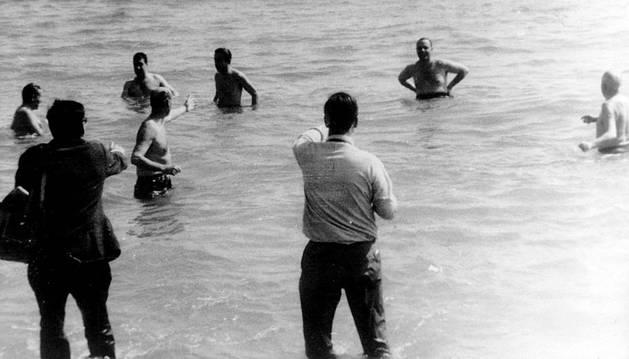 Fraga se baña en Palomares para demostrar que no había radioactividad.