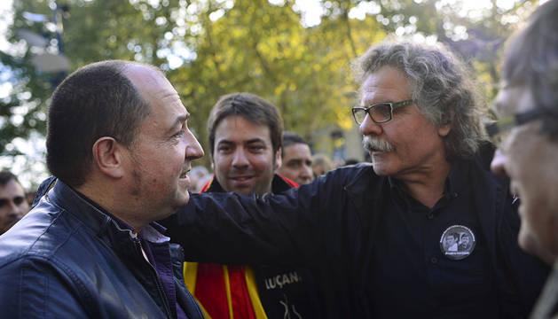 Joan Tarda, en San Sebastián, junto a Pernando Barrena.