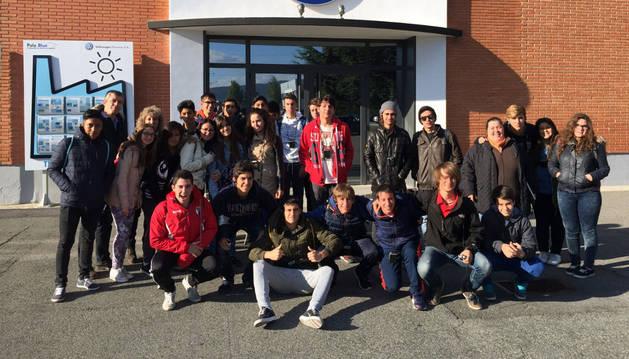 Foto de grupo de los alumnos de Anunciata de Tudela en Volkswagen.