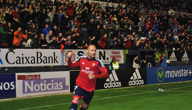 Nino celebra el primer gol de Osasuna.