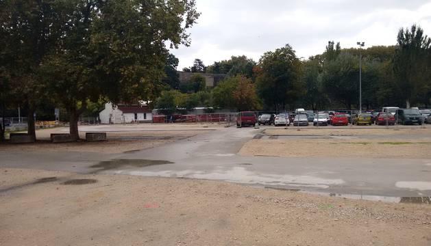 Las plazas del parking de los Corralillos del Gas han quedado reducidas temporalmente a casi la mitad.