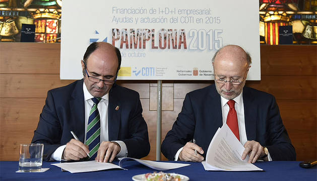 Ayerdi y Francisco Marín firman la actualización del acuerdo.
