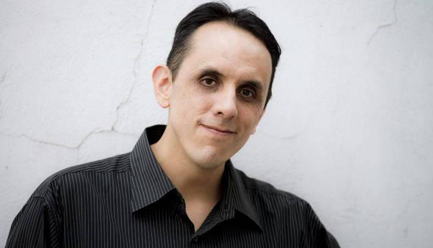 El escritor Alberto Chimal.
