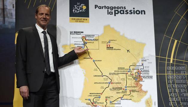 Prudhomme, con el recorrido del Tour 2016.