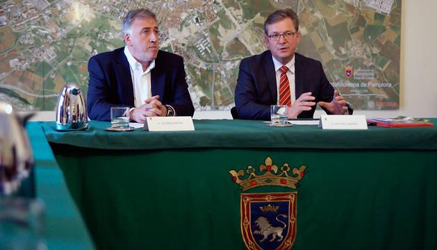 Los alcaldes de Pamplona y de Paderborn, Joseba Asiron (izda.) y Michael Dreier.