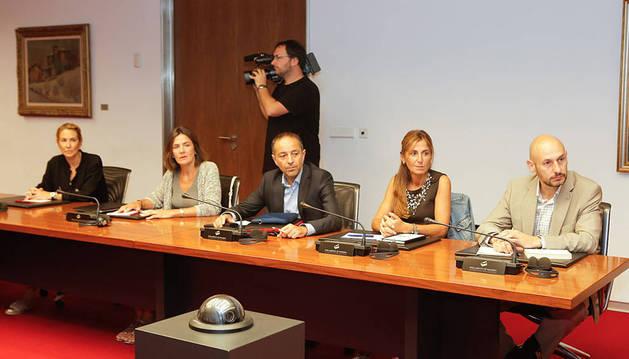 Ana Beltrán (PPN), Mónica Doménech, Sánchez de Muniáin, Ana San Martín e Iñaki Iriarte (UPN).