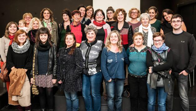 Foto de familia de las asistentes al encuentro que tuvo lugar en Larraintzar.