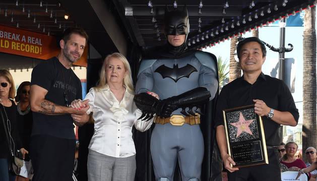 El creador de Batman recibe una estrella en Paseo de la Fama