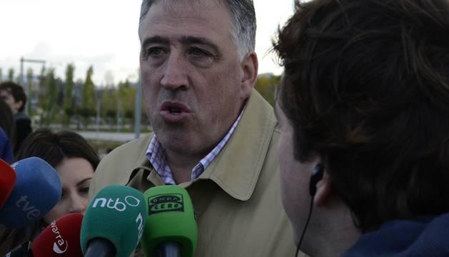 El alcade de Pamplona y su predecesor en el cargo han coincidido este miércoles.