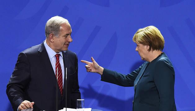 Netanyahu y Merkel, ayer, en la cancillería de Berlín.