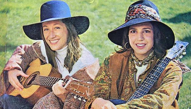 Gloria Van Aerssen (izda.), junto a Carmen Santonja, integrantes de Vainica Doble.