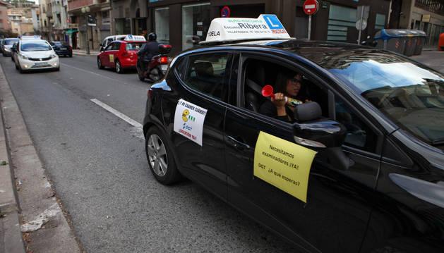 Uno de los vehículos participantes en la marcha reivindicativa.